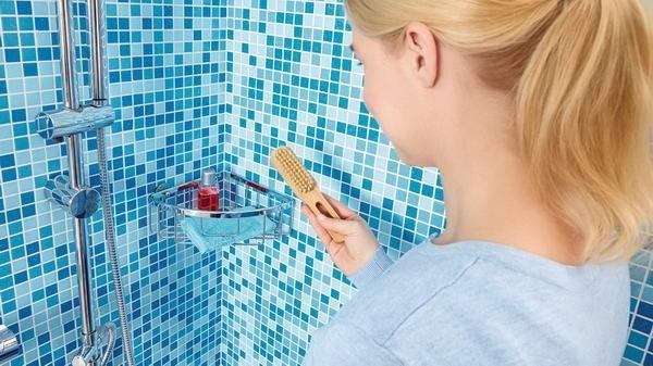 Etajeră autoadezivă de colț pentru duș tesa® Aluxx, aluminiu cromat.