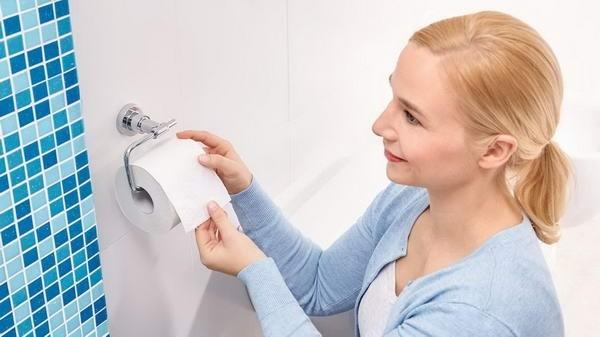 Suport autoadeziv pentru hârtie igienică tesa® Luup, metal cromat