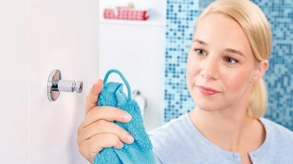 Cârlig autoadeziv pentru baie tesa® Luup, metal cromat