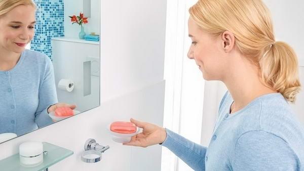 Savonieră autoadezivă pentru baie tesa® Luup, metal cromat